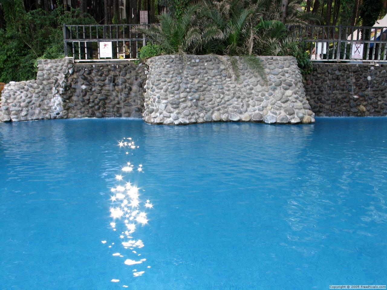 Consejos y trucos para limpiar la piscina mantenimientos giner y mira - Limpiador de piscinas automatico ...