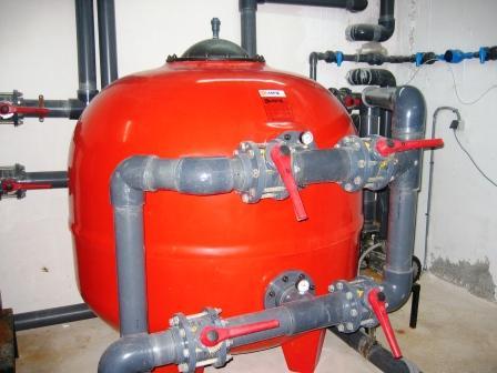 Qu tenemos que hacer en la piscina despu s de una for Filtros de agua para piscinas